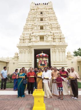 Mahalakshmi entering the main temple Rajagopuram with devotees carrying Golden bricks. Photos: Srini Sundararajan and Koushik Govindarajan