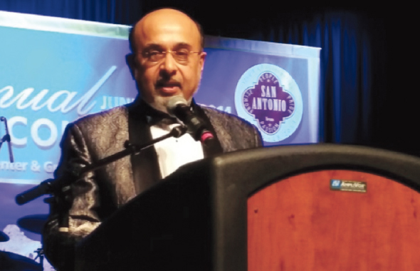 Dr.RaviJahagirdardelivering his firstpresidentialaddress at the32ndannualconvention ofAAPIin San Antonio.