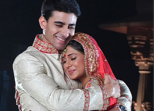 B1B_Happily-married-Saras-Kumud