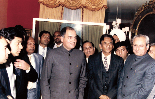 Ram Gupta, to the left of the late Indian Prime Minister Rajiv Gandhi during his trip to the US in 1987.