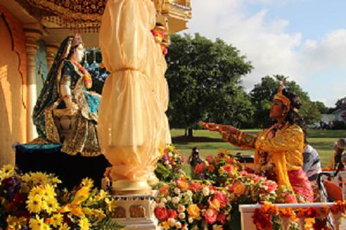 Krishna welcoming radha rani.