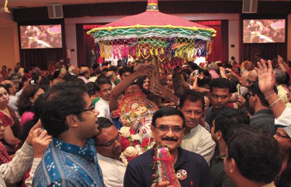 Pahandi-carrying Lord Balabhadra to chariot.