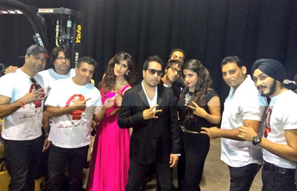 Mika Singh with his crewmembers before the Houston performance.