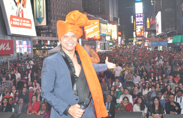 Shaan and the Crowd (left) and Parineeti Chopra and Aditya Roy Kapur Performing Live on Stage.   Photos: Vijay Shah