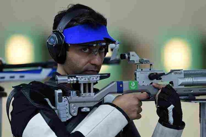 Abhinav-Bindra-Gold-Medal-Winner-Asian-Airgun-Championship-2015-700x467