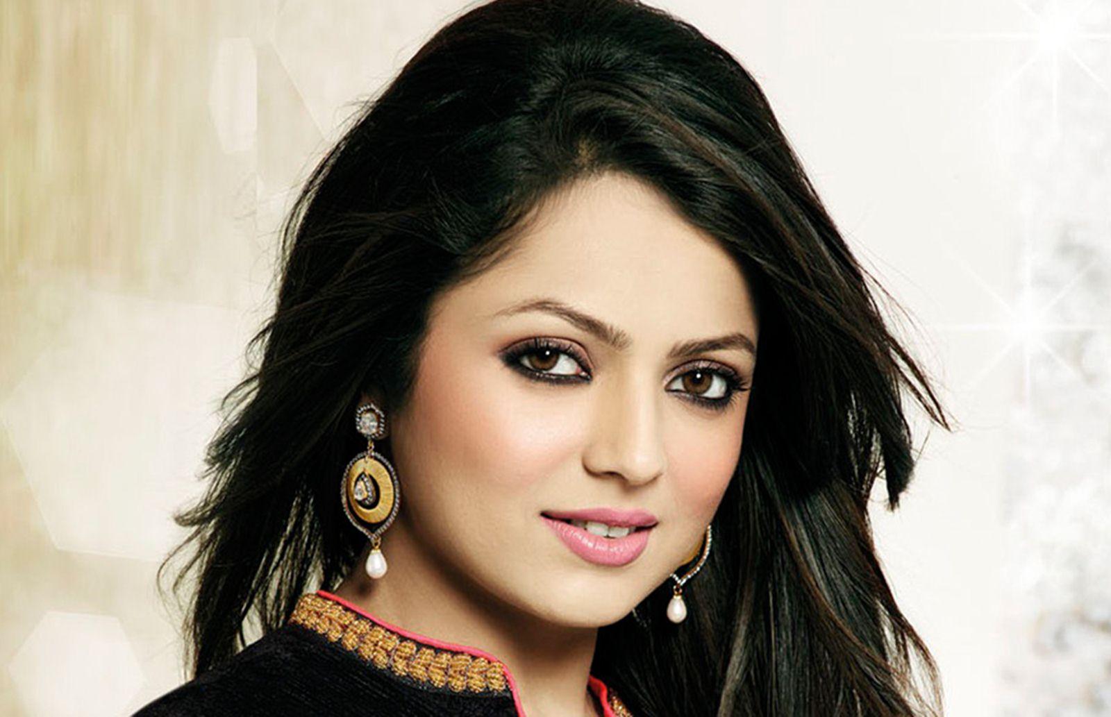 tv-actress-drashti-dhami-photos-6