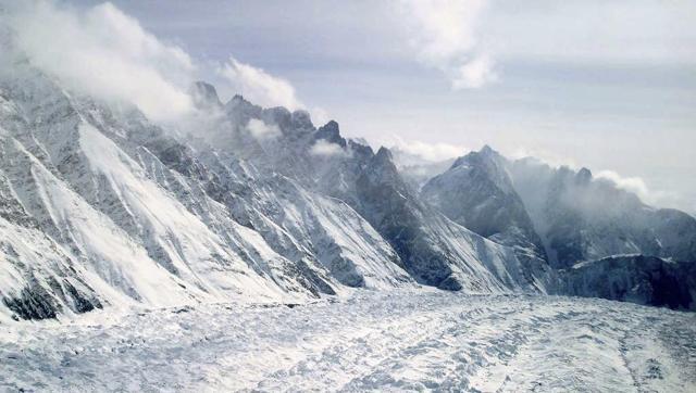 india-kashmir-avalanche_da44e35e-ee9b-11e5-805c-cca8aa42d510