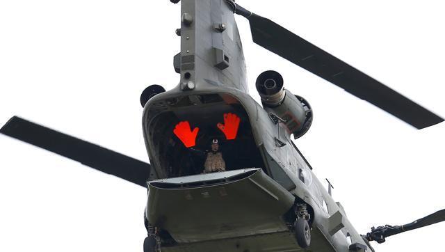 display-fairford-member-during-international-chinook-helicopter_4d6253ec-6d29-11e6-b6e3-b5d14dbfea3b