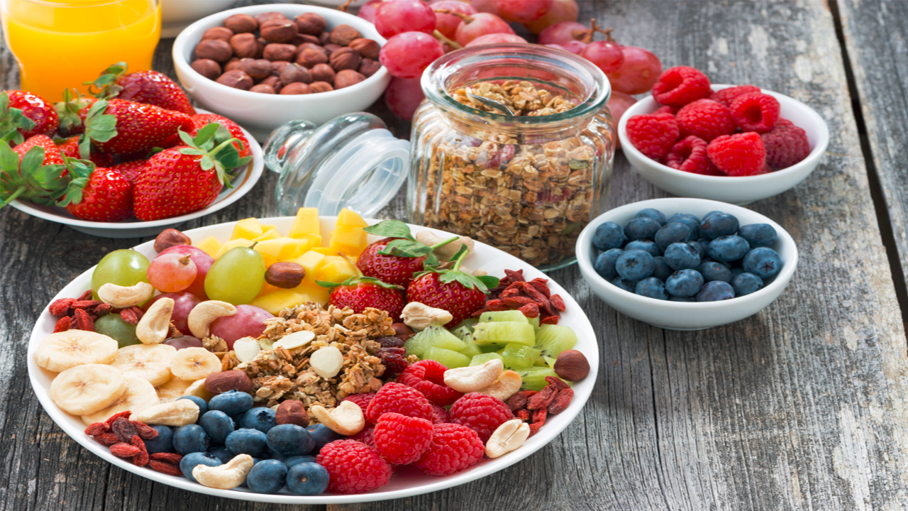 why-you-should-snack-while-dieting