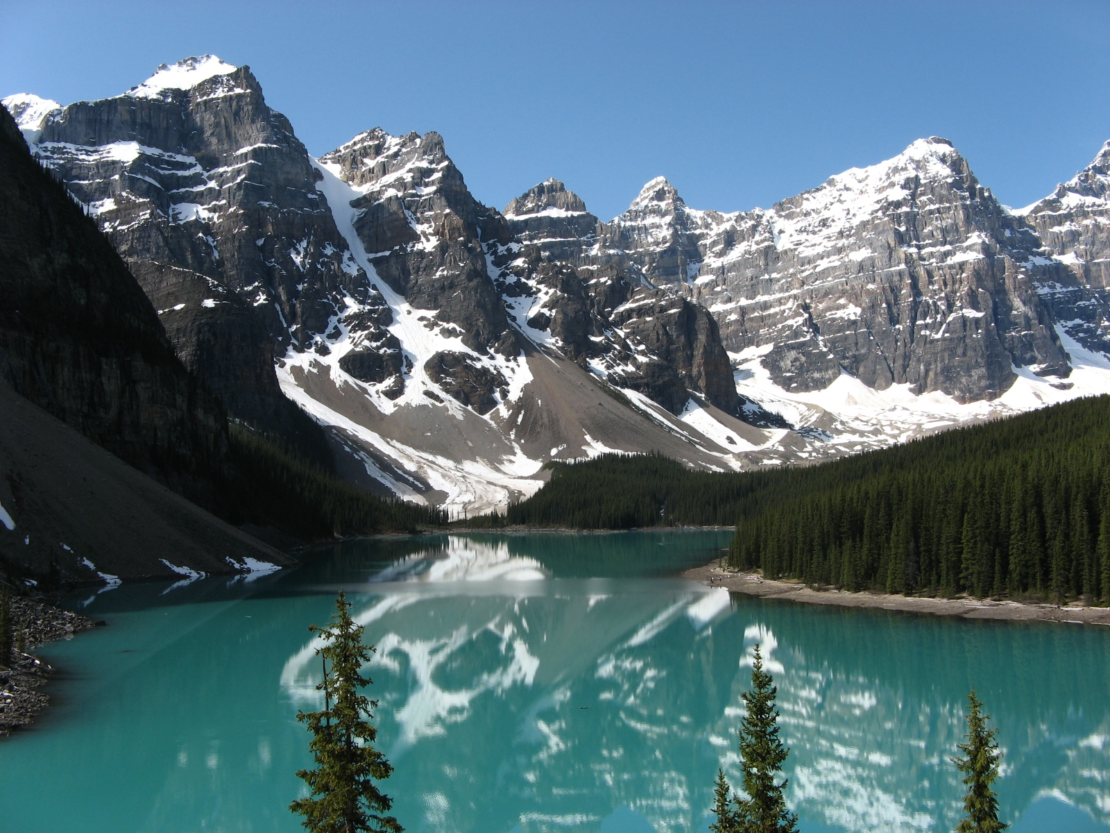 beautiful-lake-and-lovely-rocky-mountains-091
