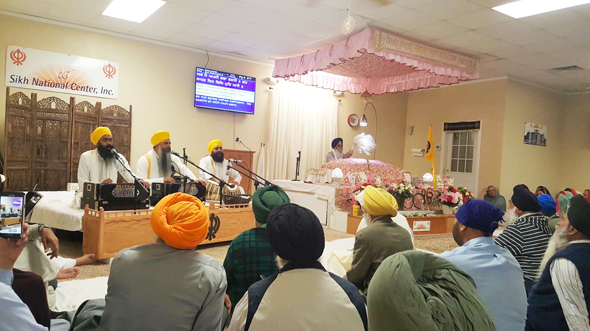 Bhai Harwinder Singh and his jatha performed keertan