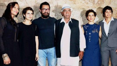 (L to R) Geeta Phogat, bollywood actors Fatima Sana Shaikh, Aamir Khan, Mahavir Singh Phogat, actor Sanya Malhotra and Babita Kumari during the special screening of film Dangal in Mumbai.(PTI)