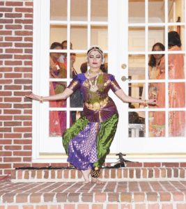 Isha Parupudi and Samyuktha Hari from Rathna Kumar's Anjali School of Performing Arts performed afterwards.