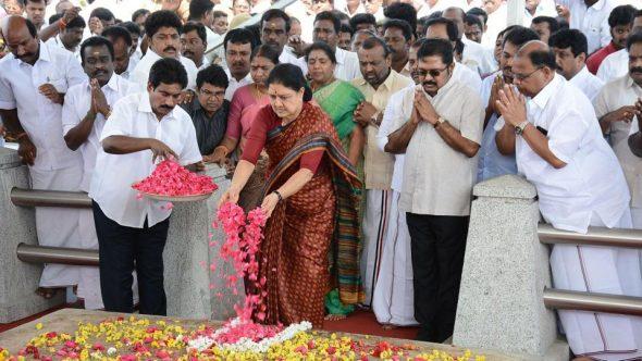AIADMK leader VK Sasikala pays tribute at Jayalalithaa's memorial on Marina Beach in Chennai on Wednesday.(AFP Photo)