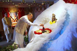 Acarya Gaurang Nanavaty performing the Ksirabhiseka to the Utsava Linga. All the devotees had an opportunity to offer abhisekam to the Utsava Linga.