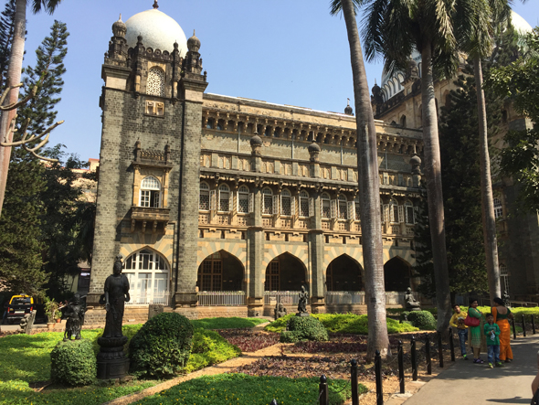 Regardless of its name, the Chhatrapati Shivaji Maharaj Vastu Sangrahalaya is a treasure trove of Indian antiquities. The foundation stone was laid by the Prince of Wales in 1905. He later became King George V.