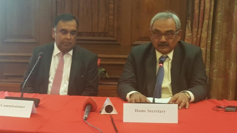 Home secretary Rajiv Mehrishi and Indian high commissioner YK Sinha (left) during a media interaction at India House in London on July 17, 2017.(HT Photo )