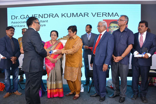 Dr. Gajendra Kumar Verma, also of the Sankara Nethralaya Ophthalmic Hospital, receives his award from Dr. Bedi, for providing free service for eye-surgery with MESU.