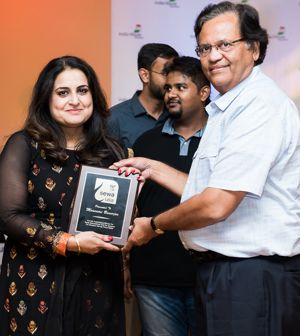 Gitesh Desai,Sewa International (Houston chapter) President presented Mousumi Banerjee with a plaque, as a token of appreciation.