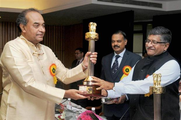 Union minister for electronics & IT, Ravi Shankar Prasad presents the Capital Foundation National Award to Mukul Rohatgi at the Capital Foundation Annual Lecture on 'Emerging Digital World in India', in New Delhi on Sunday. Photo: PTI