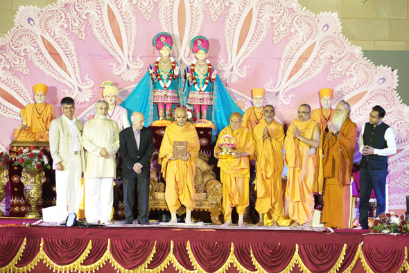 Distinguished scholars present at the event. From left: Professor SthaneshwarTimalsina, Professor Graham Schweig, Professor Cardona, His Holiness Mahant Swami Maharaj, Sadguru Pujya Ishwarcahrandas Swami, Pujya Anandswarupdas Swami, Mahamahopadyaya Pujya Bhadreshdas Swami, Paramacharya Sadasivanatha Palaniswami from Hinduism Today, and Professor Deven Patel.