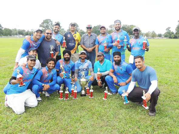Winners R2CC with Chief Guest Malay Vyas and his father.