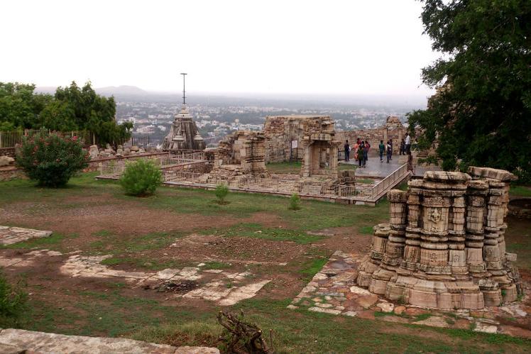 Chittorgarh_broken_monuments_2-1