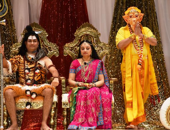 Shiva (Hetal Patel), Parvati (Yogina Patel) and Ganesh (Girish Naik) in a family portrait