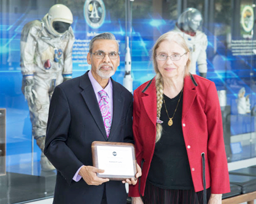 Dr Kamlesh Lulla receiving the award from Center Director Dr. Ellen Ochoa.
