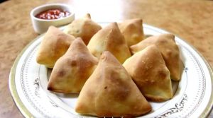 National Samosa Week: It is believed that samosa transcends all barriers and can become a means to unite different communities in the UK. (Source: nishamadhulika.com)