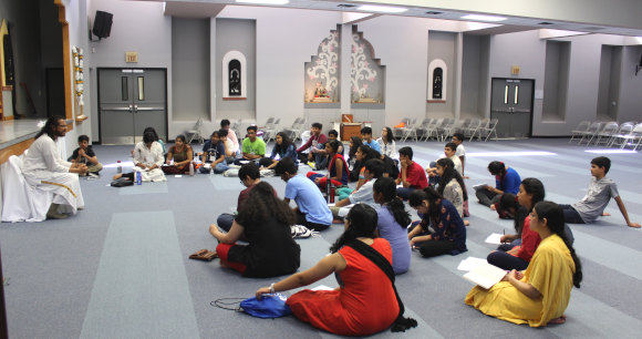 Acharya Vivekji addressing the excited participants