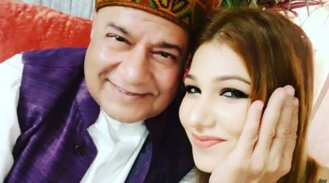 Jasleen Matharu is in a relationship with Anup Jalota.
