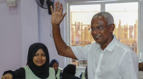 Maldives' opposition presidential candidate Ibrahim Mohamed Solih casting his vote during presidential election day in Male, Maldives. (Source: AP)